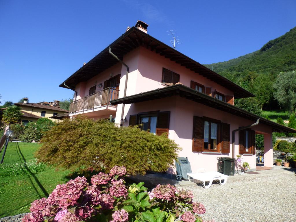 Comer See Mezzegra Villa mit Seeblick und Garten