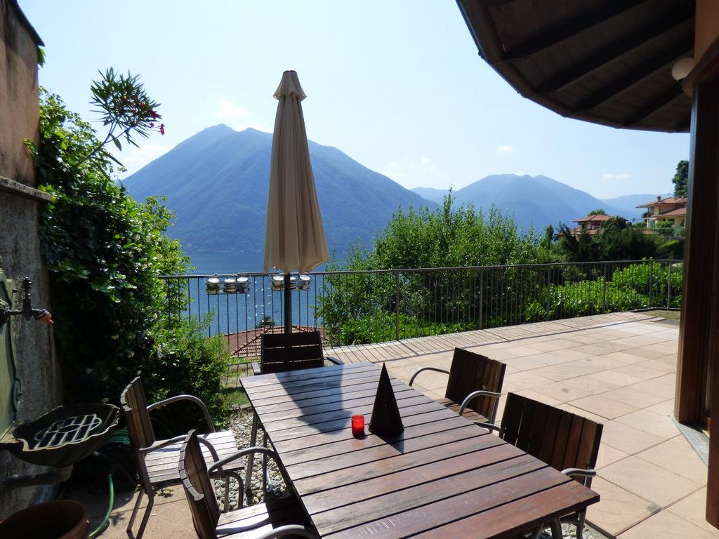 Comer See Argegno Villa mit Terrasse und Seeblick