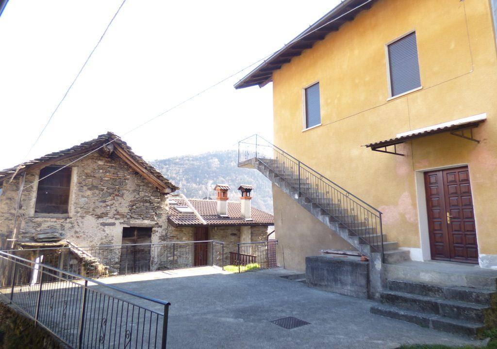 Comer See Gravedona Haus in den Hügeln