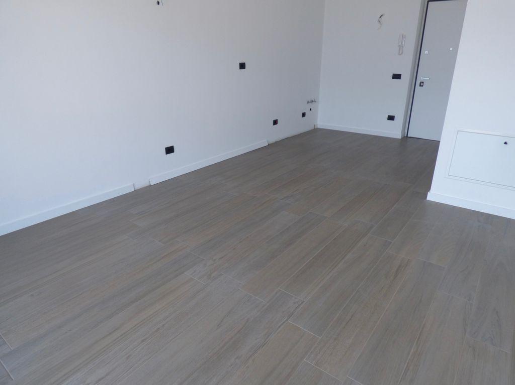 comer see ossuccio wohnung mit seeblick mit schwimmbad. Black Bedroom Furniture Sets. Home Design Ideas
