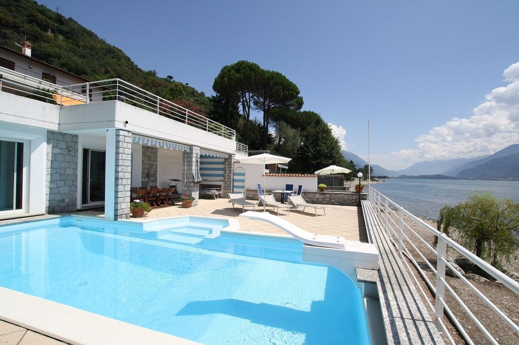 Comer See Gravedona ed Uniti Villa mit Bootshaus direkt am See
