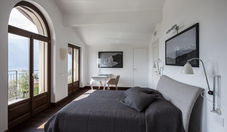 Comer See Villa mit Schwimmbad, Garten und Seeblick - schlafzimmer mit sseblick
