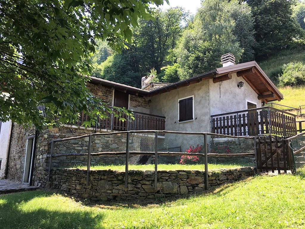 Comer See Pianello del Lario Steinhaus mit Terrasse und Garten