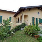 Comer See Mezzegra Wohnung auf zwei Ebenen mit Garten und Seeblick