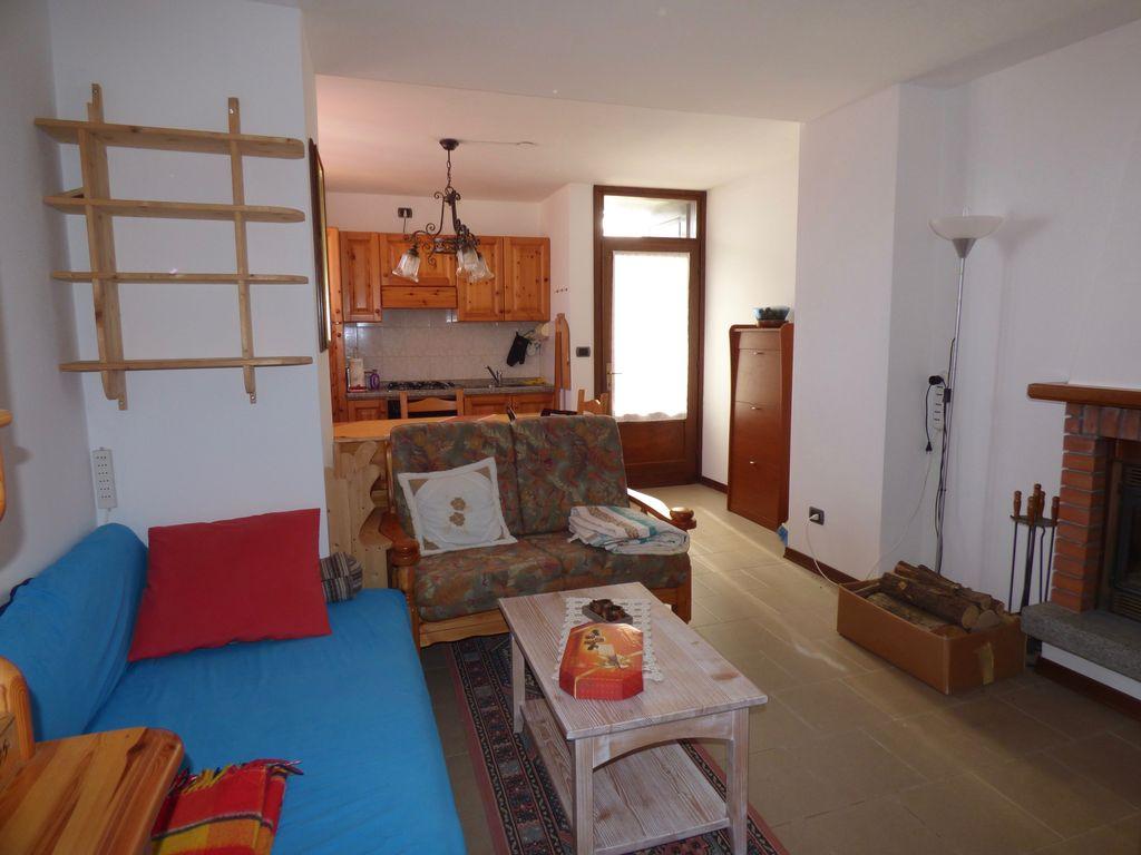 comer see gera lario sonnig haus mit seeblick und terrasse. Black Bedroom Furniture Sets. Home Design Ideas