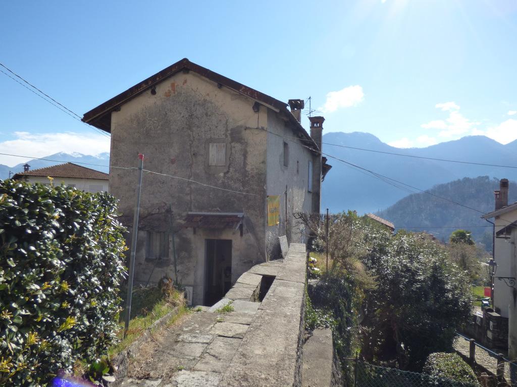 Comer See Lenno Haus zu renovieren mit Garten und Seeblick