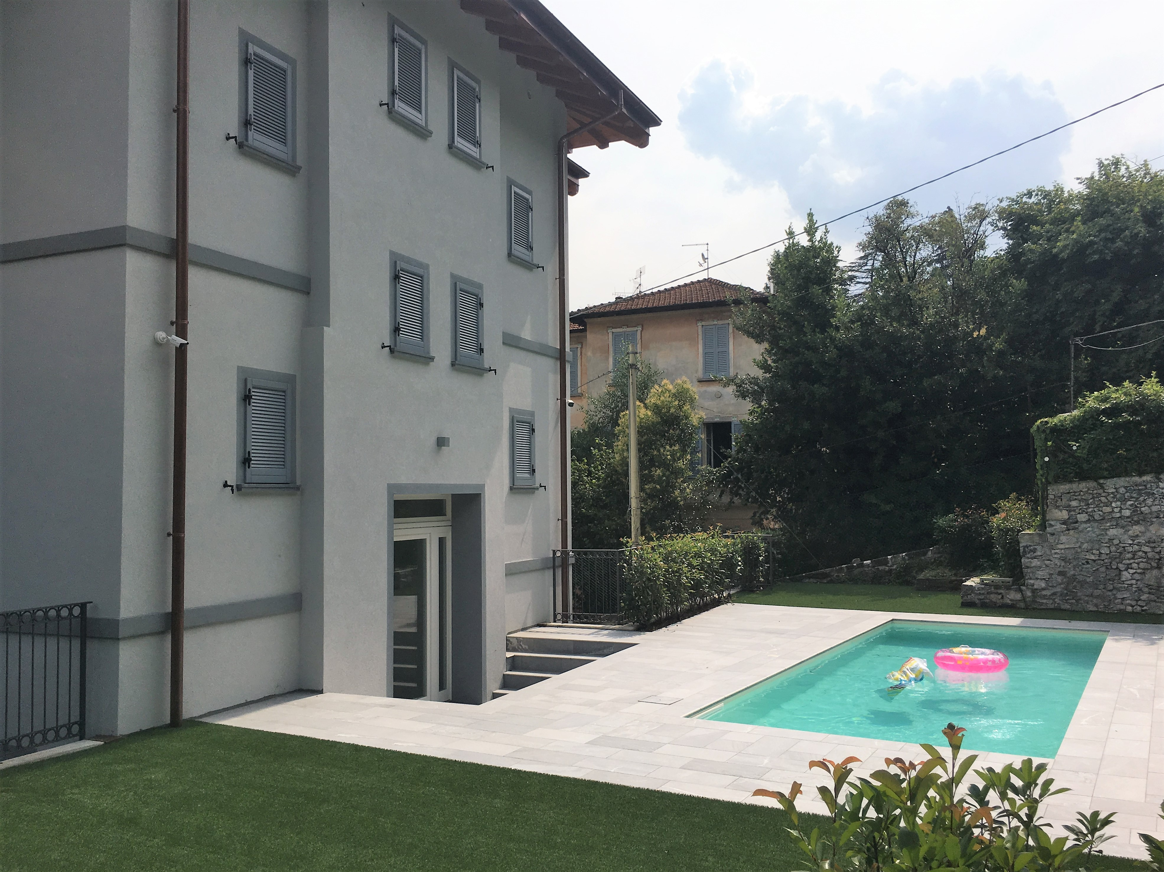 Comer See Mezzegra Wohnungen mit Schwimmbad und Seeblick