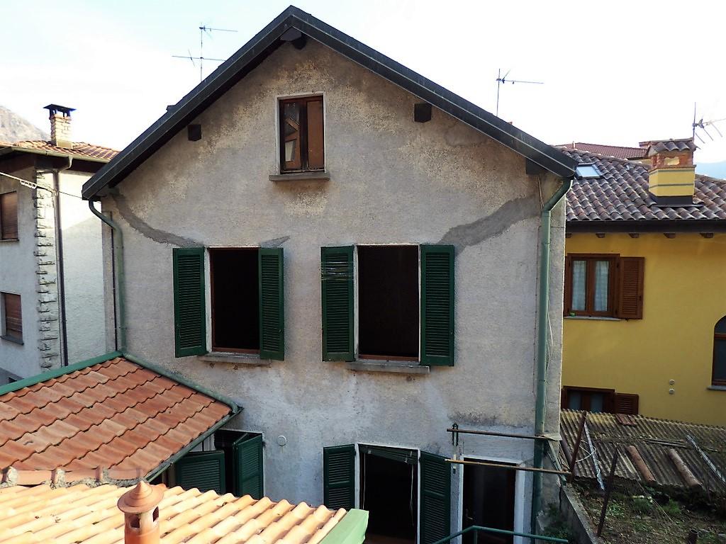 Comer See Menaggio Haus in der Nähe des Sees zu restaurieren
