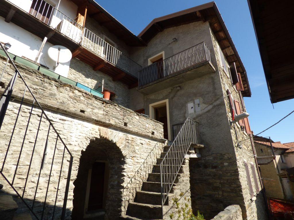 Comer See San Siro Häuser mit Terrasse und Seeblick