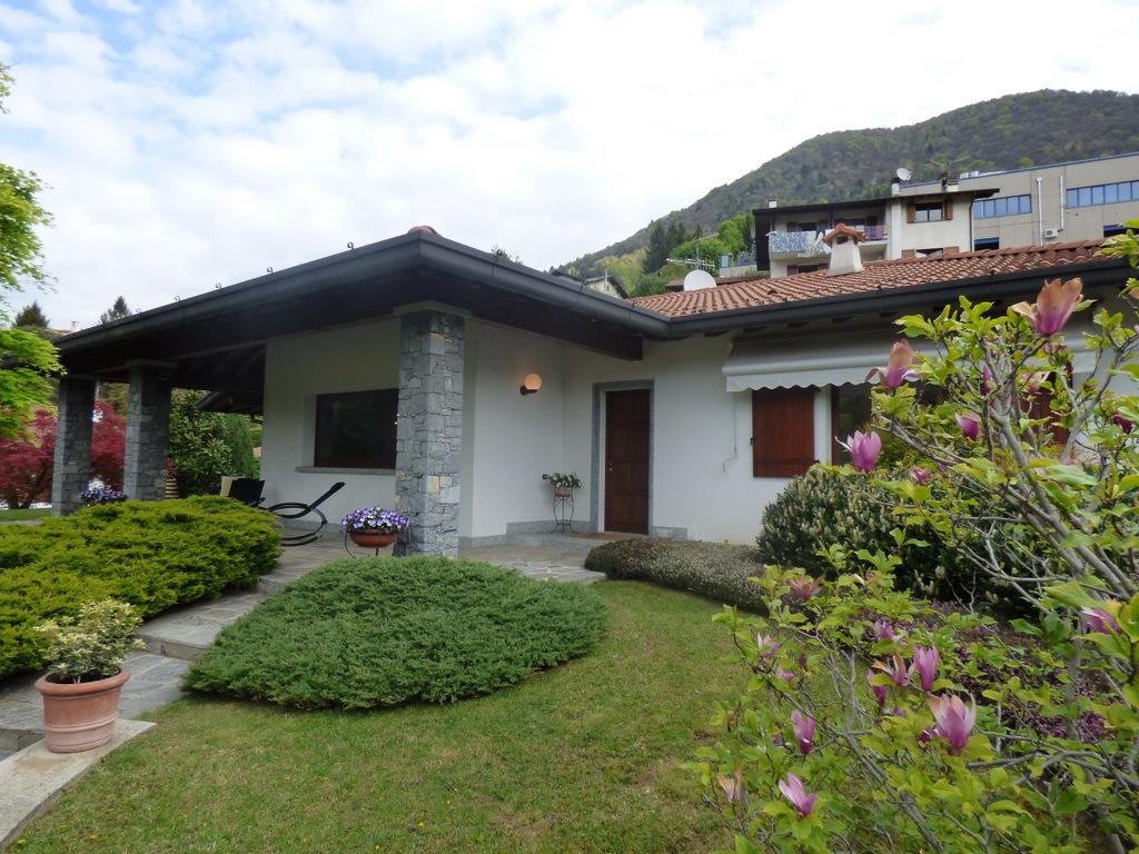 Comer See Castiglione D'Intelvi Villa mit Garten