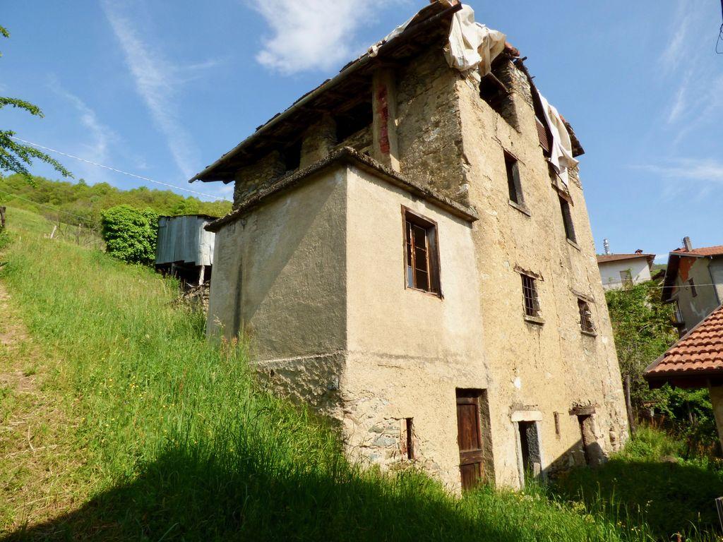 Comer See Hügeliger Dongo Rustico mit Seeblick