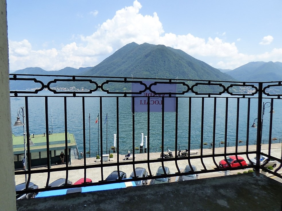 Comer See Argegno Wohnung Direkt am See mit Balkon