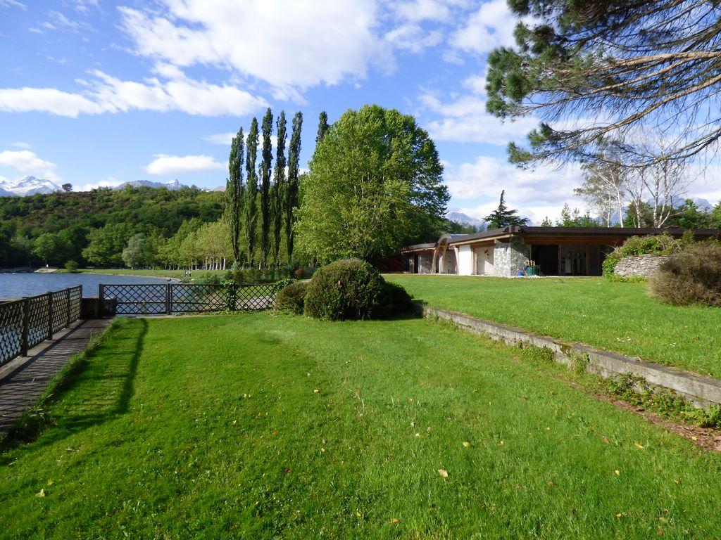 Comer See Colico Villas mit Bootshaus