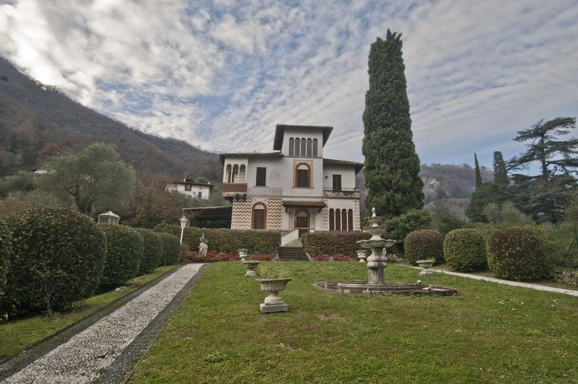 Comer See Oliveto Lario Villa Direkt am See mitBootsplatz