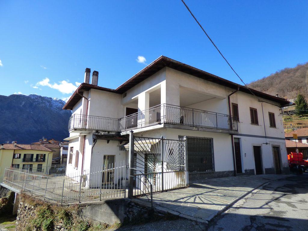 Comer See Dongo Hügelig Haus mit Seeblick Sonnig