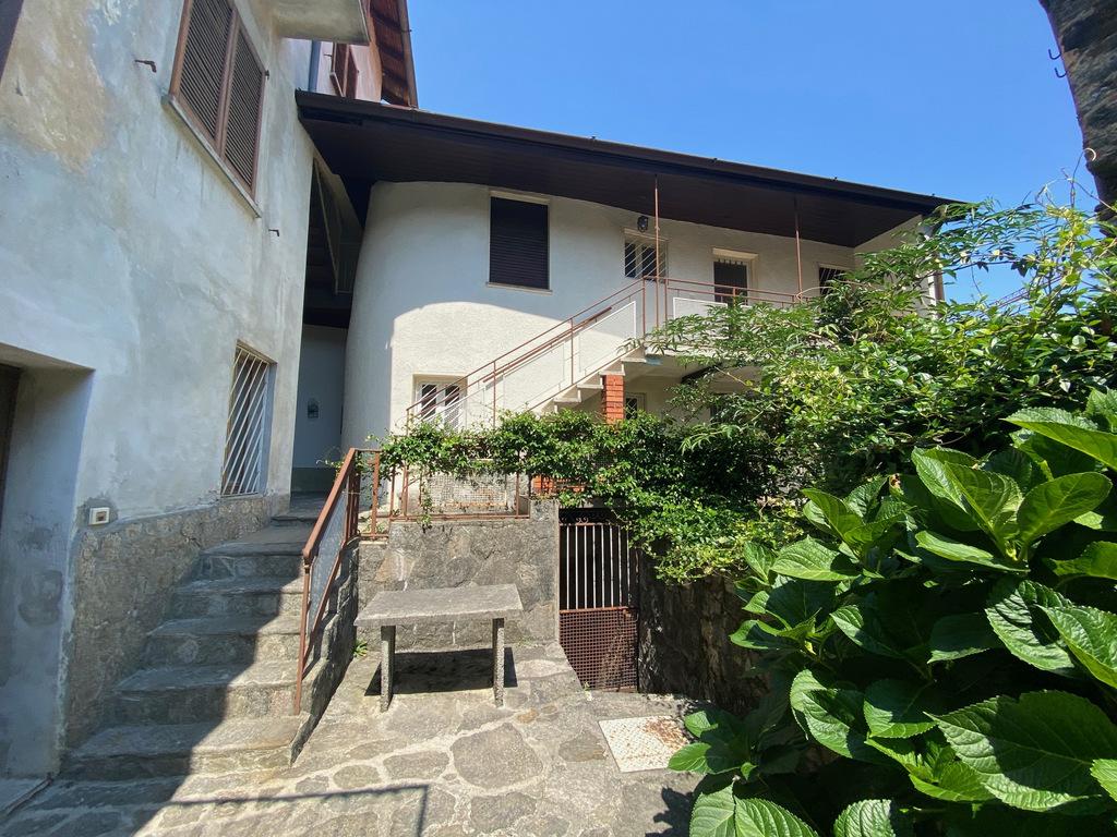 Haus mit Balkon Pianello del Lario