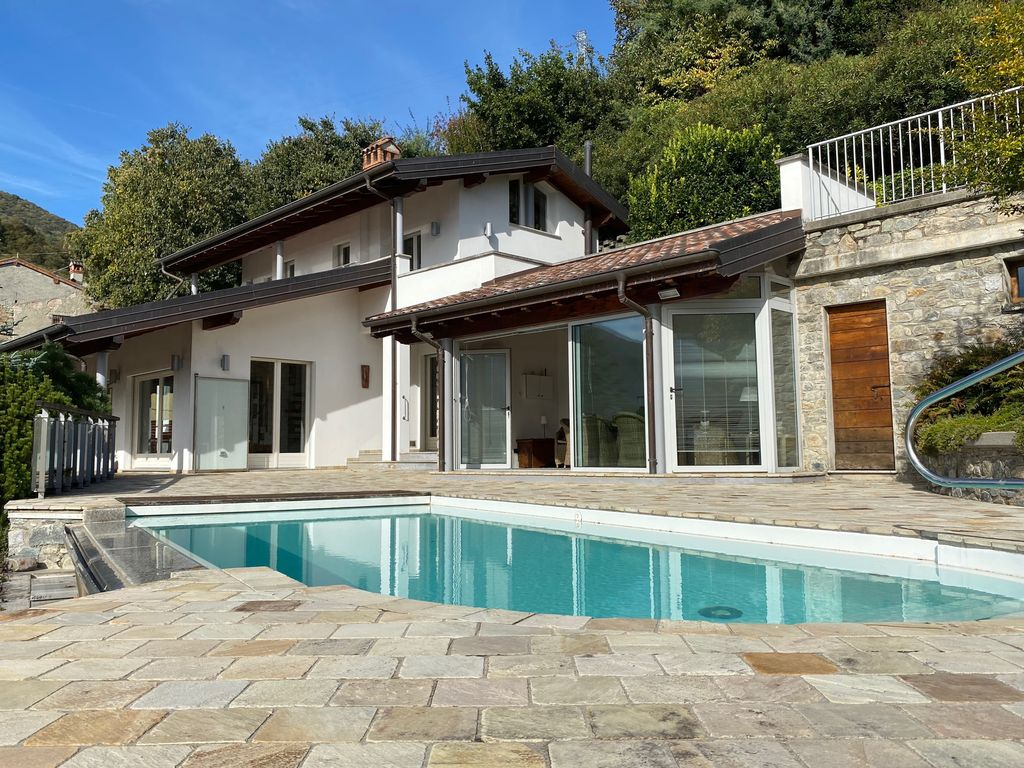 Comer See Gravedona ed Uniti Villa mit Schwimmbad