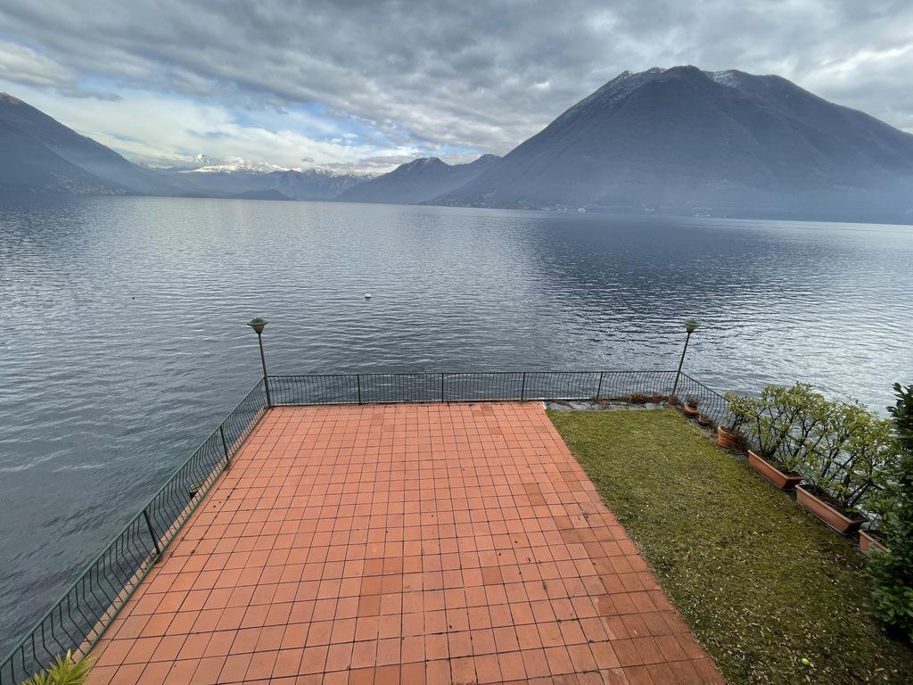 Comer See Schöne Villa am See mit privatem Garten und Terrasse