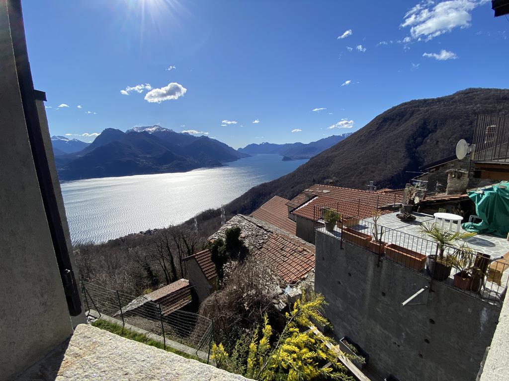 Haus kaufen Comer See Carcente Schöner Teil des Hauses mit fabelhaftem Seeblick