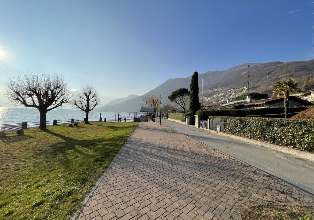 Comer See Gera Lario Villa Frontsee mit Land